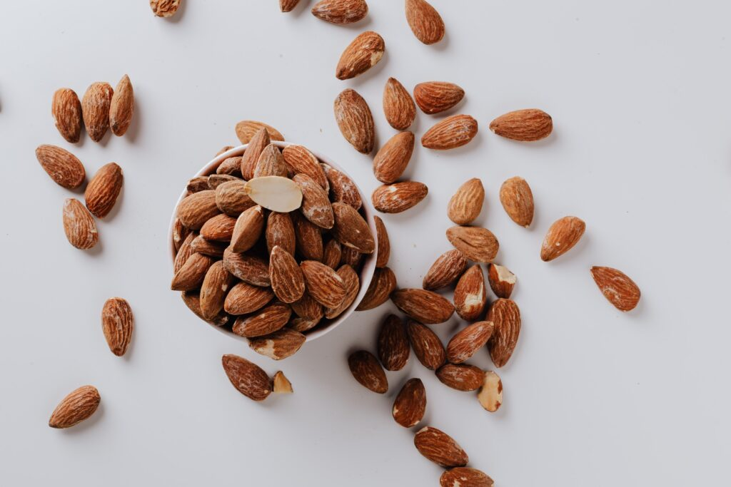 kacang almond untuk masker