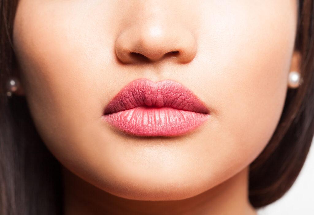 penyebab bibir hitam
