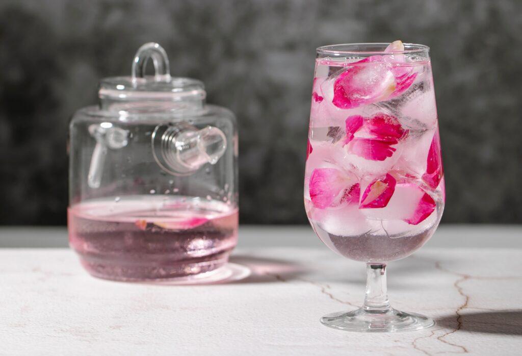 manfaat air mawar untuk wajah (1)