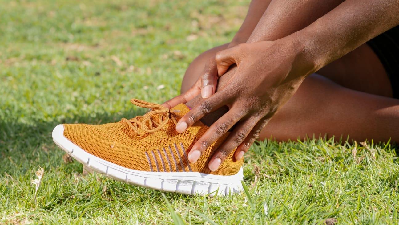 cara mengatasi bau kaki (1)